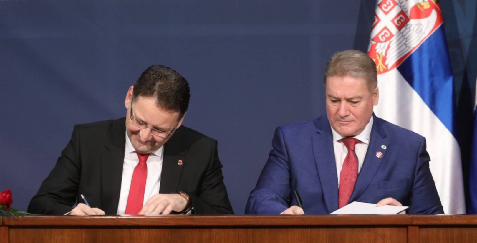 Serbian, Russian Representatives Sign Several Documents on Cooperation